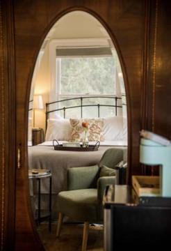 Cedar Gables Inn Avon Loft - Queen Sized Bed