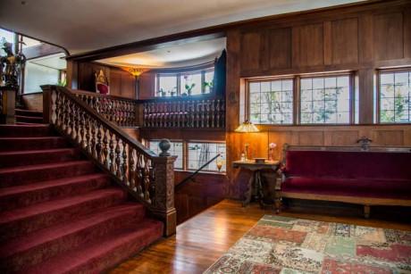 Cedar Gables Inn Interior - Living hall area