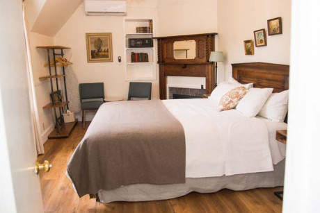 Cedar Gables Inn Miss Dorothys Room - Bedroom