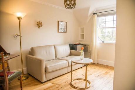 Cedar Gables Inn Kathleens Chamber - Living Space/ Pull out Sofa bed