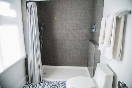 Family Deluxe Suite - Walk In Shower