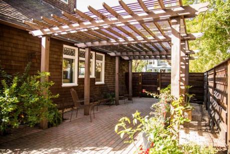 Cedar Gables Inn Exterior - Side Patio Garden