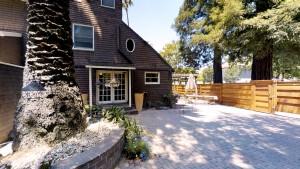 Cedar Gables Inn Courtyard - Cedar Gables Inn Courtyard 4