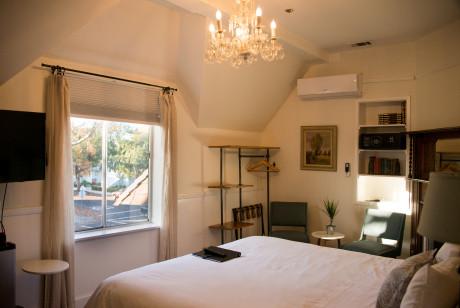 Cedar Gables Inn Miss Dorothys Room - Bedroom view