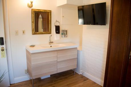 Cedar Gables Inn Avon Loft - Vanity and Sink
