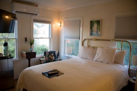 Cedar Gables Inn Standard Loft - Queen Sized Bed